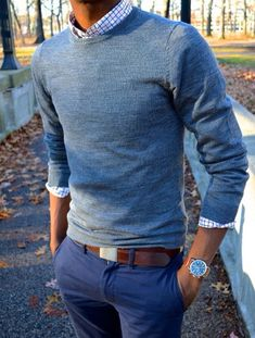Coole Herren Business Casual Outfits Style Inspiration Blaue Hose Mit Sweater Source by Trajes Business Casual, Men Business Casual, Mens Business Clothes, Business Attire, Mode Man, Preppy Mens Fashion, Preppy Style Men, Men's Casual Fashion, Fashion For Men