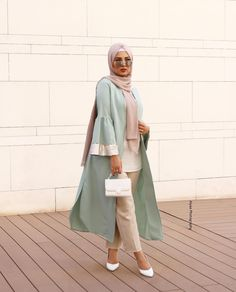 Open abaya hijab style – Just Trendy Girls: www. Open abaya hijab style – Just Trendy Girls: www. Hijab Outfit, Outfit Chic, Outfit Look, Hijab Dress, Ootd Hijab, Ootd Chic, Street Hijab Fashion, Abaya Fashion, Muslim Fashion