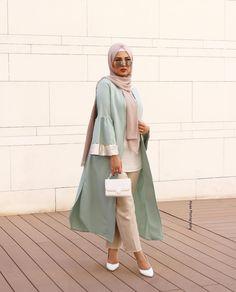 Open abaya hijab style – Just Trendy Girls: www. Open abaya hijab style – Just Trendy Girls: www. Hijab Outfit, Outfit Chic, Outfit Look, Ootd Hijab, Ootd Chic, Street Hijab Fashion, Abaya Fashion, Muslim Fashion, Modest Fashion