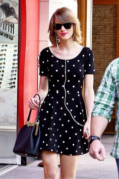 We love this adorable look from Taylor Swift! Who else thinks her polka dot dress would be festival fab? Taylor Swift Style, Taylor Alison Swift, Zooey Deschanel, Summer Outfits, Cute Outfits, Hipster, Street Style, Celebrity Style, Queens