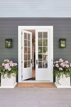 Tour the 2016 Southern Living Idea House in Mt. Laurel, Alabama Front door of the 2016 Southern Living Idea House in Birmingham, Alabama Exterior Patio Doors, Porch Doors, Back Doors, Entrance Doors, Windows And Doors, Kitchen Patio Doors, Craftsman Patio Doors, French Doors With Screens, Entrance Lighting