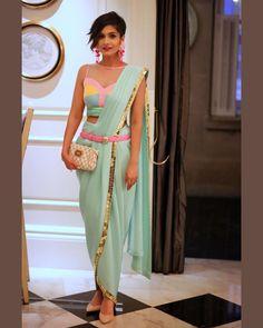Stylish Blouse Design, Fancy Blouse Designs, Saree Blouse Designs, Trendy Sarees, Stylish Sarees, Stylish Dresses, Indian Designer Outfits, Designer Dresses, Sleeves Designs For Dresses