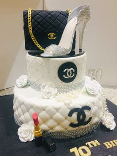 Purse and shoe cake Beautiful Birthday Cakes, Birthday Cakes For Women, My Birthday Cake, Teen Birthday, Bolo Gucci, Bolo Chanel, Coco Chanel Cake, Chanel Birthday Party, Chanel Party