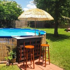 #thepoolfactory #poolinstall - An easy to build #abovegroundpool swim up tiki barfor your next #poolparty.
