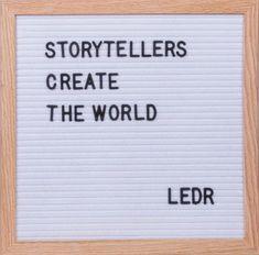 LEDR®  – Letterbord 30x30cm – inclusief 290 letters en cijfers – Eiken frame – wit vilt