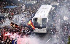 Así recibió el año pasado la afición del Real Madrid al autobús del equipo,hoy se vuelve a pedir el apoyo pic.twitter.com/IbfbypgZSd