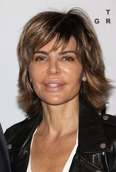 Lisa Rinna Changes Her Hair for First Time in 20 Years, Shows Off New Look on 'Watch What Happens Live' Jane Fonda Hairstyles, Quick Hairstyles, Girl Hairstyles, Medium Long Layered Haircuts, Lisa Rinna Haircut, Quick Braids, Short Curls, Glamorous Hair, Natural Shampoo
