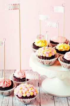 Lovely Little Mother's Day Cupcakes and Free Mother's Day Cupcake Topper Flags - Bakingdom