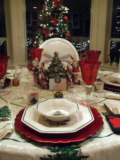 Christmas and Holiday Tablescapes Table Settings...Love my Nikko Christmas dishes! I start using them the day after Thanksgiving