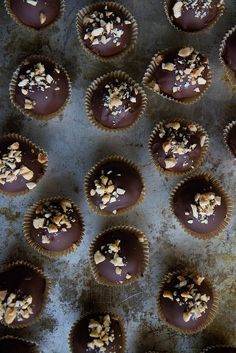 Vegan Chocolate Peanut Butter Truffles Source by greatist Chocolate Peanuts, Vegan Chocolate, Chocolate Peanut Butter, Chocolate Recipes, Chocolate Truffles, Vegan Sweets, Vegan Desserts, Delicious Desserts, Yummy Food