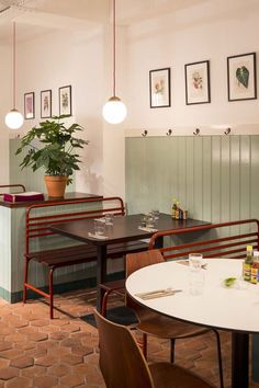Corazón Taqueria, Soho. Vertical slatted timber dado panel painted mint green. Retro with modern twist