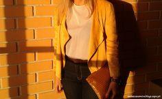 Yellow love - Calça # ganga # jeans # casaco # amarelo # blusa # branca # bolinhas # azuis # acessórios # camel