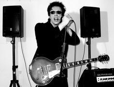 Rockstar zerstört Hotelzimmer mit Gibson | http://eylou.de/rockstar