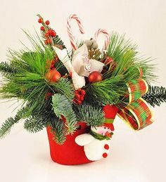 Doar pe www.123flori.ro Floral Arrangements, Christmas Wreaths, Holiday Decor, Decor Ideas, Home Decor, Christmas Table Centerpieces, Christmas Tables, Planters, Holiday Ornaments
