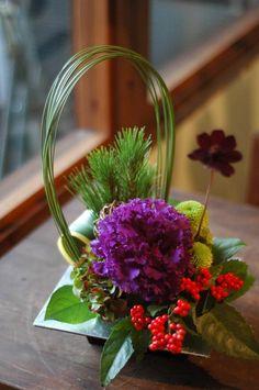 Small Flower Arrangements, Small Flowers, Love Flowers, Modern Floral Design, Flora Design, Deco Floral, Arte Floral, Oriental Flowers, Japanese Flowers