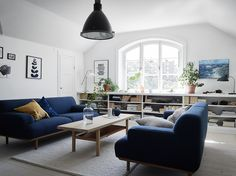 How To Use A Living Room Sofa For Maximum Space Utilization? Small Living Room Layout, Small Room Design, Small Living Rooms, Living Room Modern, Small Dining, Diy Living Room Decor, Living Room Sofa, Home Living Room, Living Room Designs