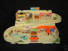 Hot Wheels Service Center. Loved. This. Toy.