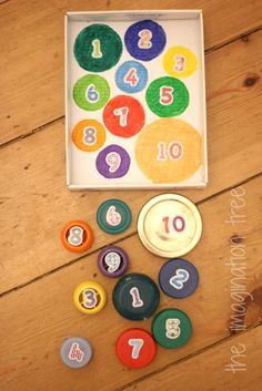 Sorting, matching and counting with bottle tops! Such an easy upcycled game for preschoolers. Swap the numbers on the lids for dots to encourage counting and number recognition not just matching.