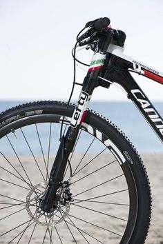 Marco Fontana's bike has a Cannondale Lefty XLR Hybrid with 70mm travel and a remote Rockshox lockout.