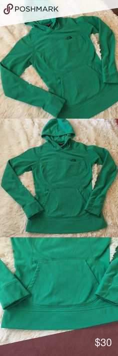 The North Face Green Ribbed Hoodie Pullover EUC. No stains or tears. Fleece like material. The North Face Sweaters