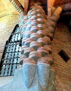 Chapel in the Colonia Guell in Santa Coloma de Cervello (Catalonia, Spain). Amazing Architecture, Art And Architecture, Architecture Details, Futuristic Architecture, Antoni Gaudi, Art Nouveau, Spain Travel, Porn, Places