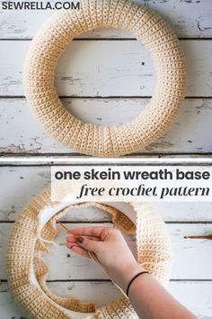 Crochet Wreath, Crochet Christmas Wreath, Christmas Mesh Wreaths, Holiday Crochet, Deco Mesh Wreaths, Crochet Flowers, Yarn Wreaths, Winter Wreaths, Floral Wreaths