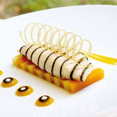 Small Desserts, Fun Desserts, Chefs, Fancy Food Presentation, Food Plating Techniques, Chef Dishes, Restaurant Dishes, Food Decoration, Molecular Gastronomy