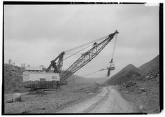 INTERIOR VIEW, LOOKING EAST, DRAGLINE STRIPPING OVERBURDEN. - Drummond Coal Company Cedrum Mine, 8750 Pit, County Road 124, Townley, Walker County, AL