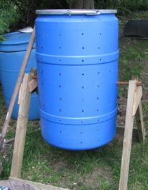 Here is a verticle version of a compost barrel made from a plastic 55 gallon drum. #drum #compost #soapwarehouse