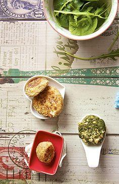 trio de boulettes de poisson au fromage frais et son jus vert