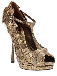Alexander McQueen Leaf platform shoe #Shoes #Heels #AlexanderMcQueen #McQueen #Shiny #Gold