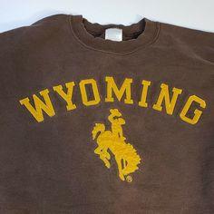 cdc205bef Vintage Retro Wyoming Cowboys Mens Sweatshirt XL Brown Gold Applique Horse   WyomingCowboys Wyoming Cowboys
