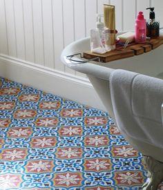 Blått kakel i badrummet - Sköna hem