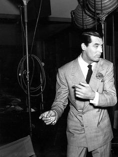 """Cary Grant on set of His Girl Friday - """"Latin I suppose. Old Hollywood Glam, Golden Age Of Hollywood, Classic Hollywood, Classic Movie Stars, Love Movie, Gary Grant, Becoming An American Citizen, Black And White Stars, Charming Man"""