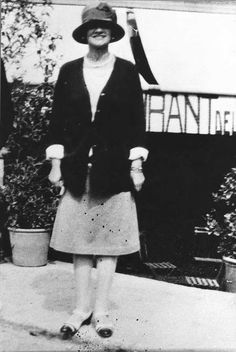 1920: Gabrielle Chanel in Deauville. © Chanel - Collection Denise Tual