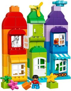 Great deals on Lego Duplo trains, helicopters, fire stations and much more at Smyths Toys. Get your kids building Lego with Duplo! Lego Duplo Sets, Train Lego Duplo, Duplo Box, Manual Lego, Pokemon Lego, Casa Lego, Lego Studios, Lego Hogwarts, Photo Souvenir