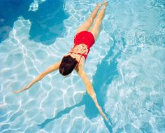 Haute Photographie: a New Photo Fair Takes over Rotterdam Underwater Swimming, Swimming Pool Photos, Girls Swimming, Swimming Pool Photography, Underwater Photography, Levitation Photography, Exposure Photography, House Photography, Color Photography