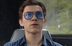 Tom Holland as Peter Parker wears Tony Stark's highly advanced tech-eyewear in Spider-Man: Far From Home. These are the same Dita Flight 006 Glasses worn by Tony Stark in Avengers: Infinity War & Avengers: Endgame - Find out more here. New Movies, Good Movies, Tony Stark Sunglasses, Dr Octopus, Marvel News, Tom Holland Peter Parker, Robert Downey Jr, Avengers Infinity War, Marvel Movies