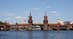 Zo grauw, koud en duister als Berlijn in de winter kan zijn. Leeft de stad juist extreem veel op wanneer het zonnetje zich even laat zien en de temperaturen wat hoger worden in de zomermaanden. Ter…