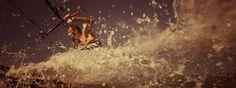 Nah und natürlich – das ist die Insel Usedom. Mit 2000 Sonnenstunden im Jahr zählt sie zu den sonnenreichsten Flecken in Deutschland.Wenn ihre Strahlen am Morgen die Ostsee in einen goldenen Spiegel verwandeln und sich vorsichtig über den Strand tasten, heißt es: Zeltbahn öffnen und tief einatmen. So wird der Usedom-Urlaub zum puren Erlebnis.Direkt hinter den Dünen gelegen, sind es vom Zelt oder Wohnmobil oft nur wenige Schritte zum kilometerlangen Sandstrand. Auch der vierbeinige Gefährte…