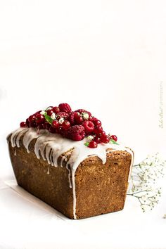 Loaf Cake with raspberries and lemon