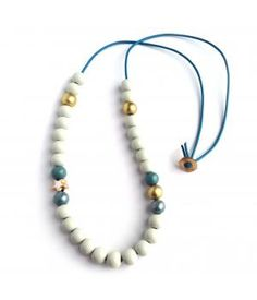 Color combo pour colliers (31 perles de bois, corde 90 cm bleue, majorité des perles: 12 mm en gris claire, or, pétrole + étoiles couleur or)