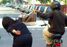Napoli rapina una collana ad una donna in Piazza Cavour, 26enne arrestato dalla Polizia | Report Campania