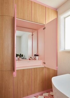 This Bathroom Design by Winwood McKenzie in a Melbourne Home Features Funky Shades of Pink and combines traditional with contemporary elements ➤ #bath #bathrooms #luxurybathrooms #inspirations #bathroomdesign #bathroomdesigns #melbourne #homes #winwoodmckenzie #pink
