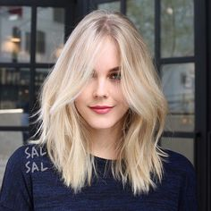 Cute Long Bob Haircuts for Beautiful Women 2018 Lange Bob-Frisuren Stacked Bob Hairstyles, Bob Hairstyles For Fine Hair, Long Bob Haircuts, Hairstyles Haircuts, Medium Haircuts, Teenage Hairstyles, Medium Fine Hair, Color Rubio, Corte Y Color