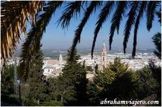 """Estepa, Sevilla Estepa, Sevilla Debido a su ubicación, Estepa es conocida como el """"Balcón de Andalucía"""". Surgida originalmente en lo alto del…"""