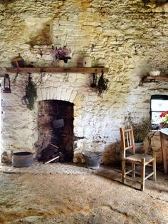 A traditional Irish Cottage moment at Bunratty Folk Park, County Clare, Ireland. Beam of timber over inset fireplace Dublin Ireland, Ireland Travel, Clare Ireland, Ireland Vacation, Irish Cottage, Old Cottage, Rustic Cottage, Irish Celtic, Old Irish