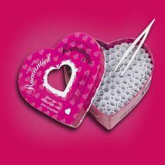 Un cadeau pour amoureux qui aiment jouer ! Tirez les papiers avec une pincette, et lancez vous les défis.#jeu #game #ambiance #love #amour #couple #saintvalentin #sexy #defi #coquin