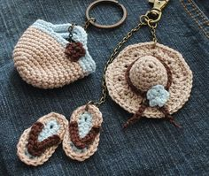 Crochet pattern for bag tags – hat, flip-flops and basket – beach set for hot days Crochet Gifts, Cute Crochet, Crochet Baby, Beach Crochet, Crochet Flower Patterns, Knitting Patterns, Crochet Keychain Pattern, Cute Charms, Crochet Accessories