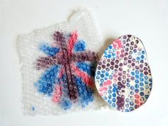 Peindre un œuf avec du papier bulle !